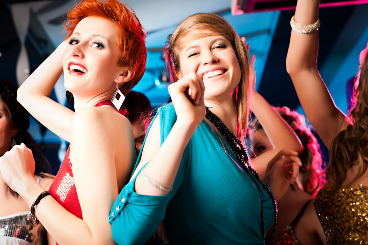 Egal warum Sie feiern mit einem gute DJ wird Ihre Party unvergesslich. Foto: Kzenon/Shutterstock.com
