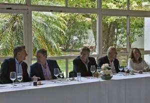 A la hora de comer, Macri sentó a su lado al cordobés Schiaretti.