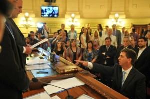 El justicialista Rubén Pirola juró como presidente provisional del Senado.
