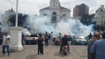 Represión en La Plata.