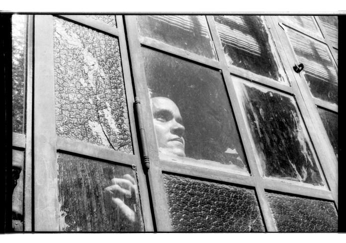Ana Castro. 24 de marzo de 2017. Rincón, Santa Fe. Retrato en su casa Fotografía analógica. Autor: Mauricio Centurión.