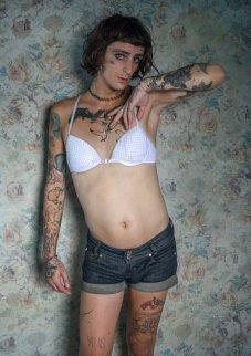 Hay toda una nueva generación de mujeres trans brasileñas que luchan por los derechos, la visibilidad y la dignidad. Viven y, en su mayoría, se resisten, en el país que mata a la mayoría de los LGBT en el mundo y acaba de elegir a un enorme presidente transfóbico, homófobo, misógino y sexista. Foto: Camila Falcao.
