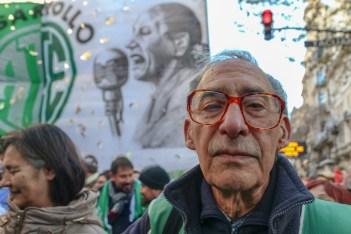 Con el eco de la media sanción del aborto legal, los movimientos sociales, las dos CTA y Camioneros realizaron un acto en Buenos Aires en el marco del paro del 14 de junio. Foto: Juan Bordas.