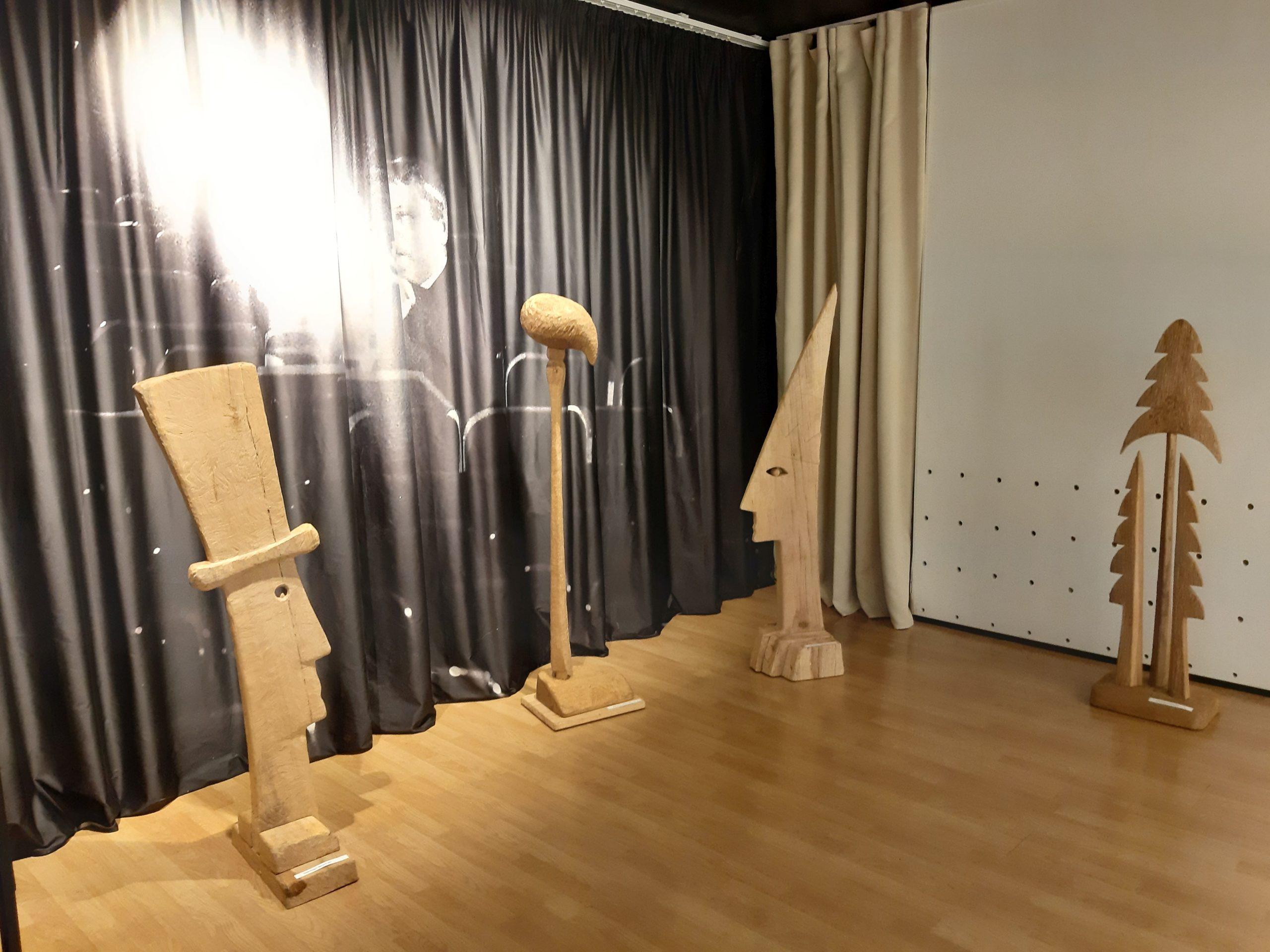 """Skulptoriaus Sigito Straigio darbai parodoje """"Tai nepraeinantis laikas…"""" Juozo Miltinio palikimo studijų centre"""