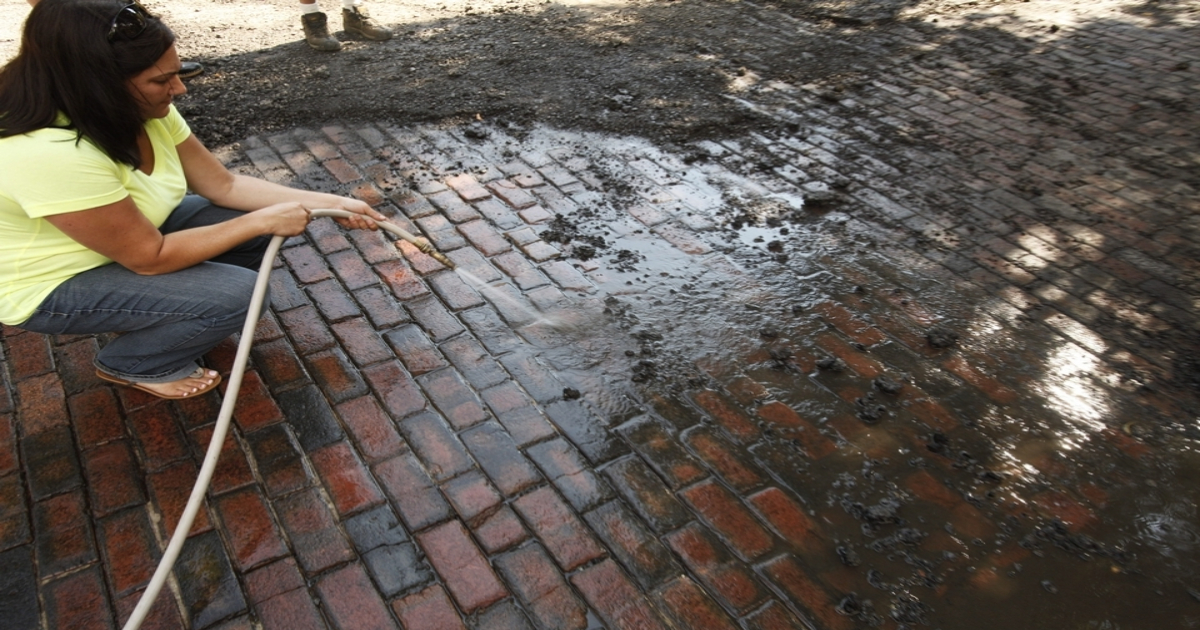 how to clean brick pavers paver house