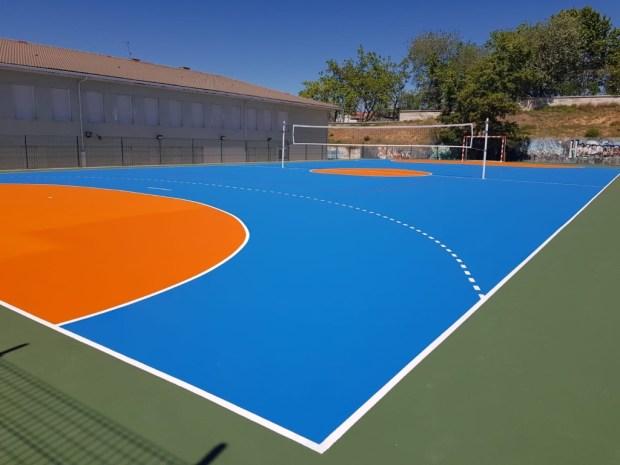 Pavimento deportivo con cinco capas de resinas para pistas polideportivas