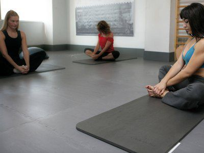 Specialized flooring specifically designed for floor exercises (stretching, body mind, yoga), adding comfort with thermal insulation.