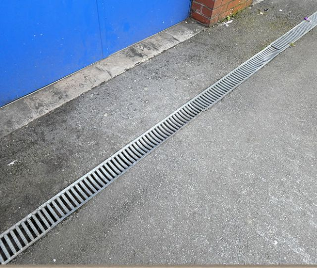 Buckled Grating On Linear Channel Drain