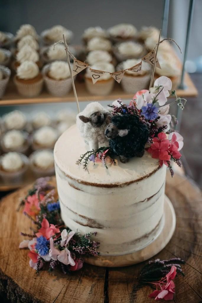 wedding cake at castle dargan