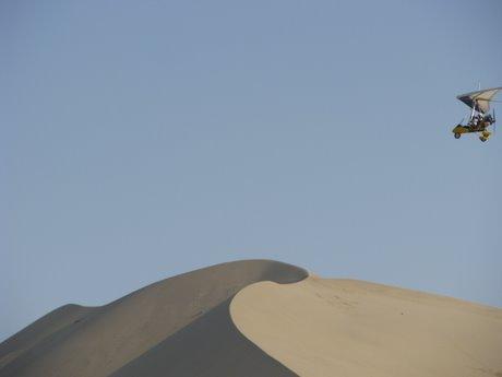 Dunhuang - pustynia, wielbłądy ibuddyjskie groty 9
