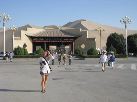 Dunhuang - pustynia, wielbłądy ibuddyjskie groty 10