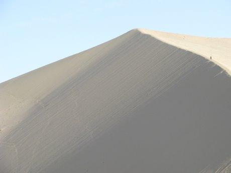 Dunhuang - pustynia, wielbłądy ibuddyjskie groty 17