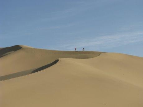 Dunhuang - pustynia, wielbłądy ibuddyjskie groty 19