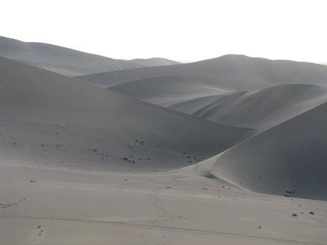 Dunhuang - pustynia, wielbłądy ibuddyjskie groty 24