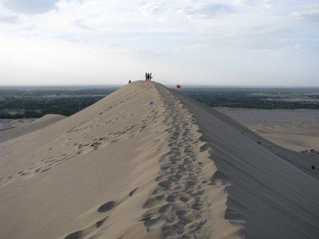 Dunhuang - pustynia, wielbłądy ibuddyjskie groty 26