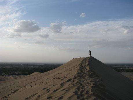 Dunhuang - pustynia, wielbłądy ibuddyjskie groty 28