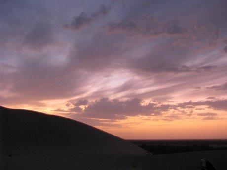 Dunhuang - pustynia, wielbłądy ibuddyjskie groty 43