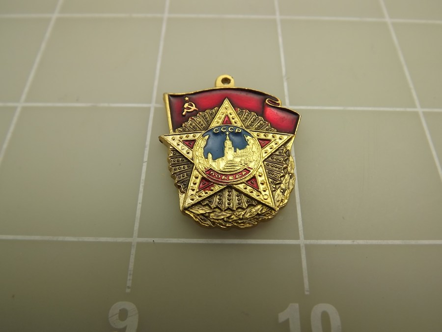SOVIET UNION / RUSSIAN MEDALS AND LAPEL PINS  HAT PINS ASSORTED ENAMELED CCCP 1