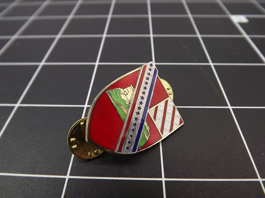 European CREST WITH RED ENAMEL LAPEL HAT PIN appears to be some kind of crest or military designation FRANCE BELGIUM? 1