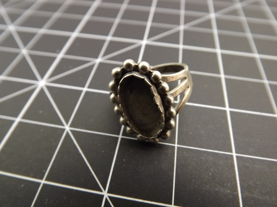 Sterling Silver Ring 925  missing stone great for repair or scrap 1
