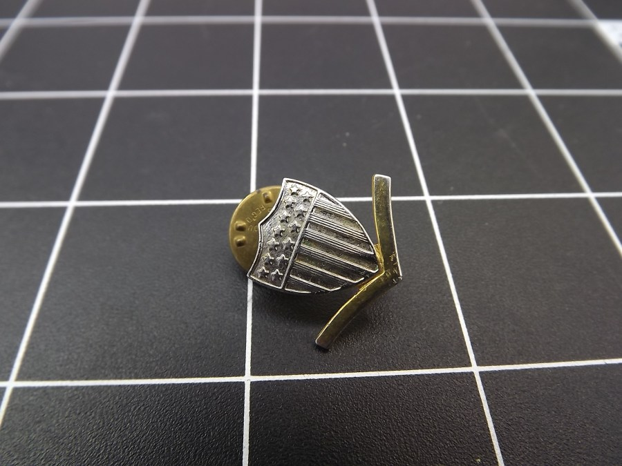 ANTIQUE SILVER & GOLD TONE CAPTAIN AMERICA STARS & STRIPES SHIELD MILITARY LAPEL PIN 2
