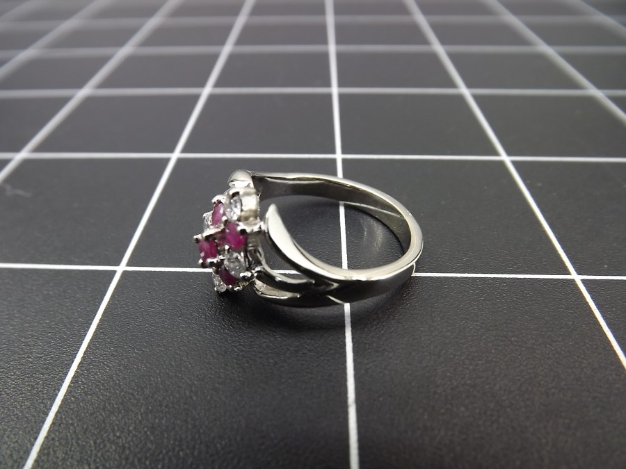 NEW STERLING SILVER 925 RUBY & ZIRCON CLUSTER COCKTAIL RING 4.6 GRAMS SIZE 8 4