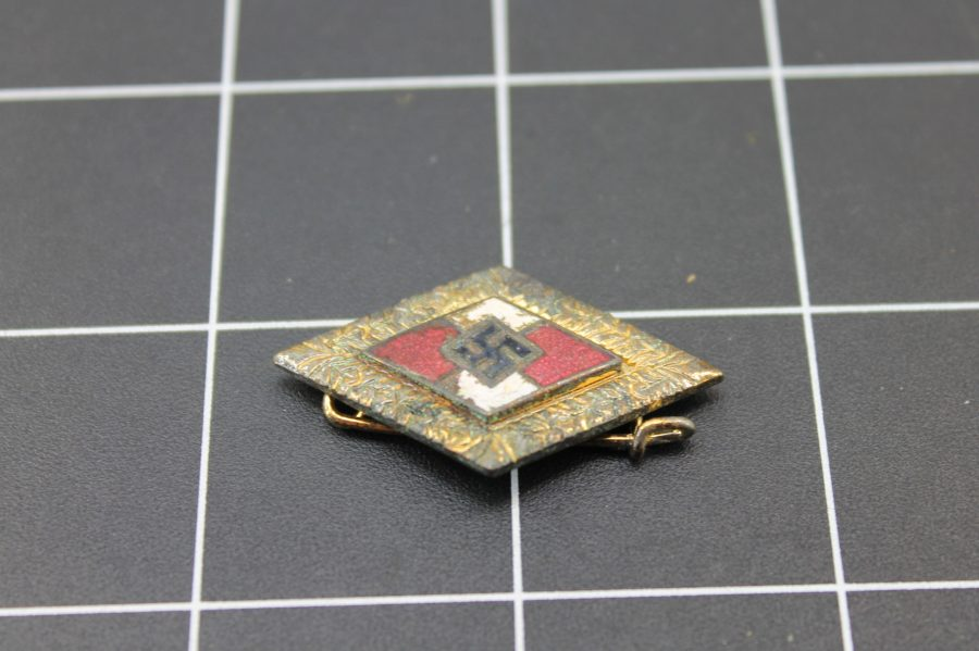 ANTIQUE WWII GOLD TONE NAZI SWASTIKA ENAMEL LAPEL PIN 1