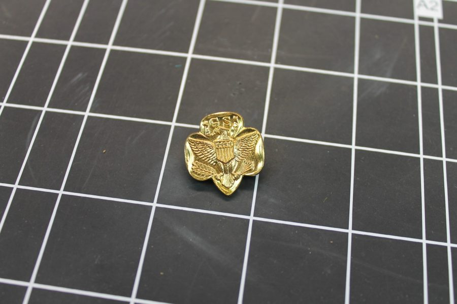 VINTAGE GOLD TONE GIRL SCOUTS EAGLE CLOVER LAPEL PIN 1