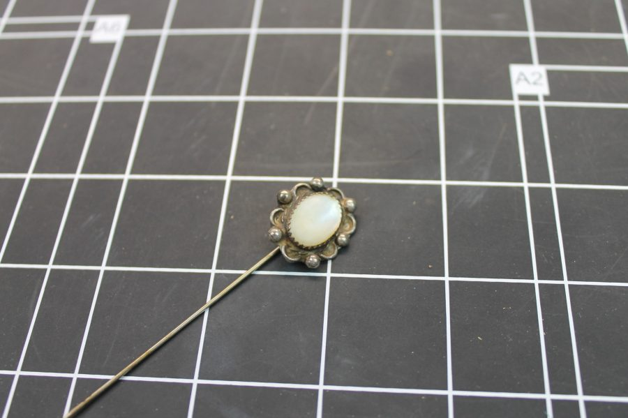 VINTAGE STERLING SILVER FLOWER DESIGN OVAL MOTHER OF PEARL STICK PIN 3.8GRAMS 1