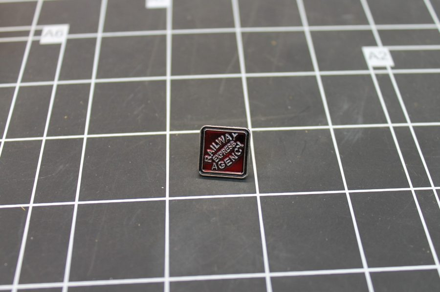 BRAND NEW SILVER TONE RAILROAD EXPRESS RAILWAY AGENCY ENAMEL LAPEL PIN 1