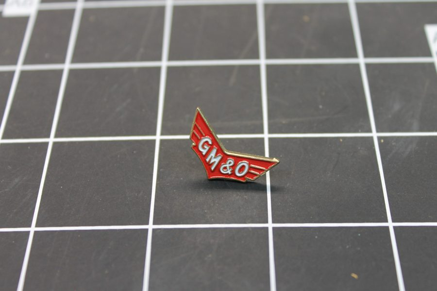 BRAND NEW GOLD TONE GM&O RAILROAD TRAIN LINE ENAMEL LAPEL PIN 1