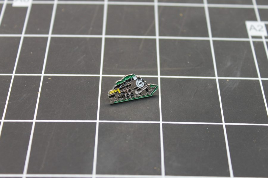 BRAND NEW SILVER TONE RAILROAD TRAIN ENGINE BLACK & GREEN ENAMEL LAPEL PIN 1