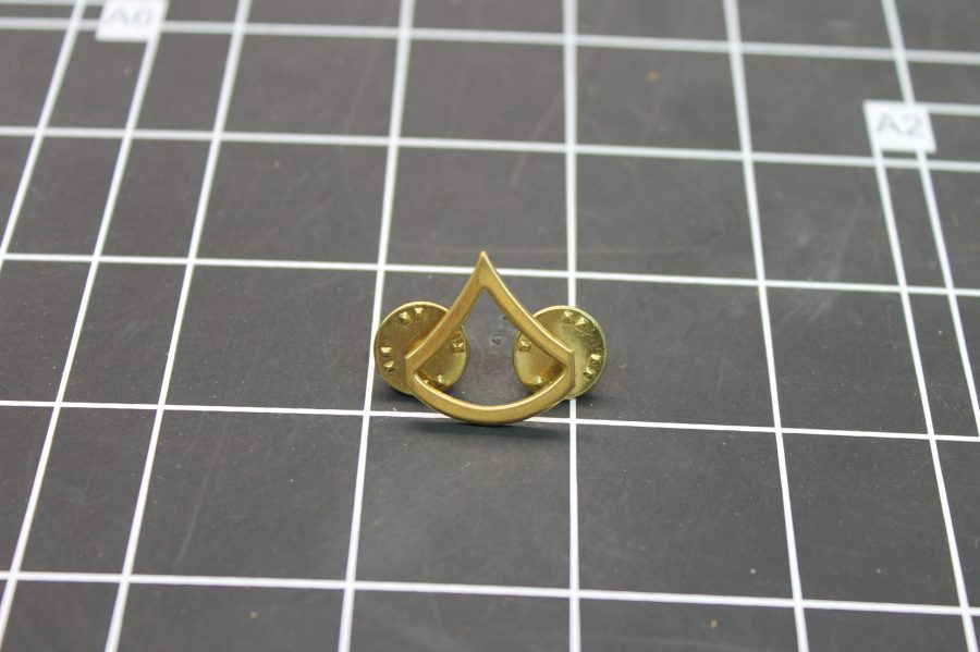 VINTAGE ANTIQUE GOLD TONE PRIVATE UNITED STATES MILITARY LAPEL PIN 1