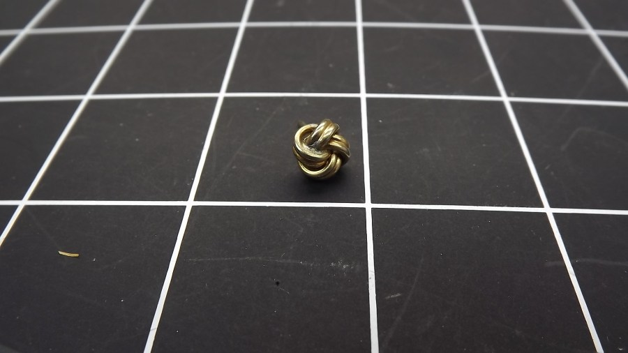 VINTAGE ANTIQUE GOLD TONE TWISTED KNOT TIE TACK LAPEL PIN 1