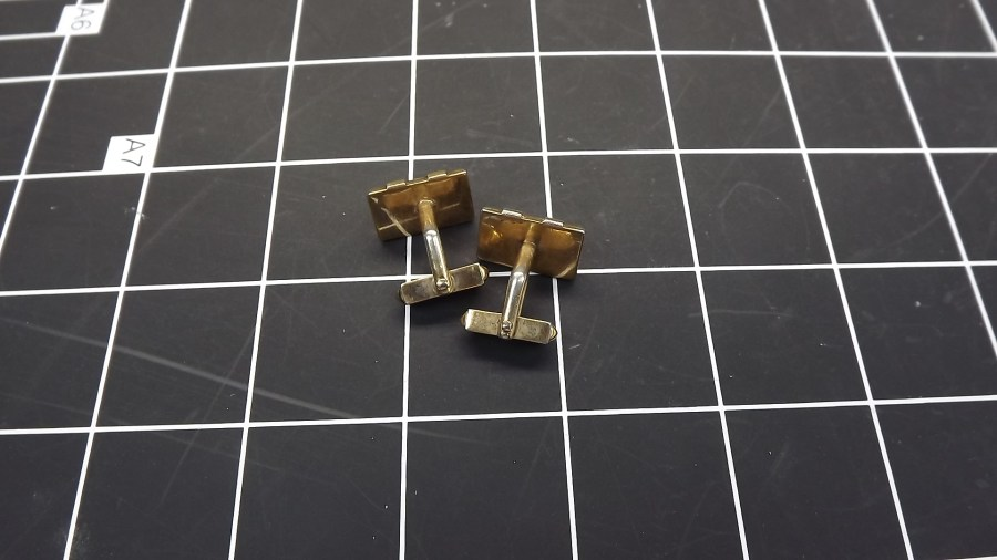 VINTAGE ANTIQUE GOLD TONE RECTANGLE SHAPED RED STONE CUFF LINKS 2
