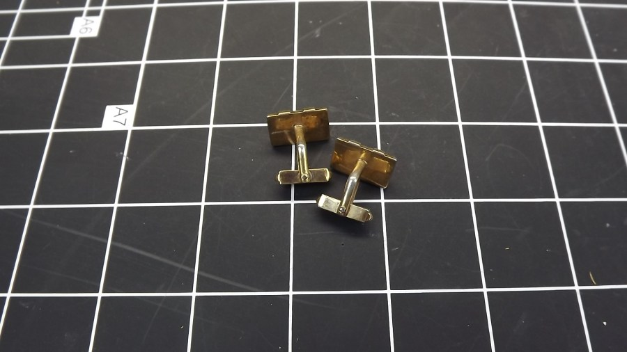 VINTAGE ANTIQUE GOLD TONE RED STONE RECTANGULAR CUFF LINKS 2