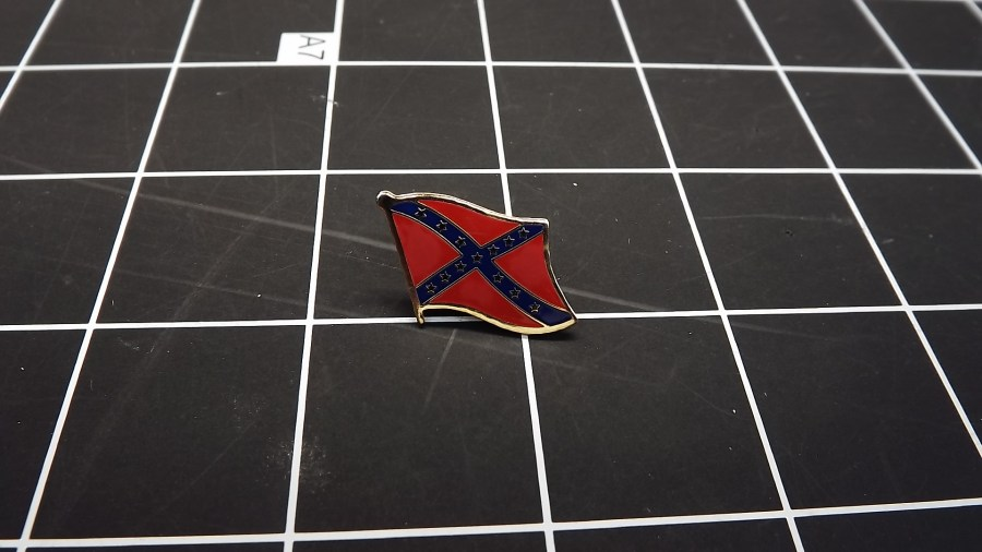 BRAND NEW GOLD TONE CONFEDERATE FLAG ENAMEL LAPEL PIN 1