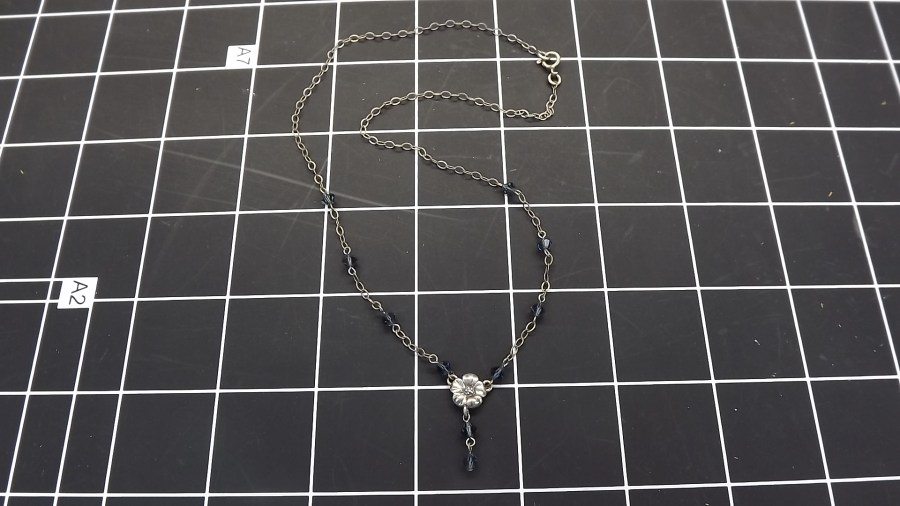 VINTAGE STERLING SILVER 925 FLOWER NECKLACE W/ BLUE BEADED STONES 2.7GRAMS 1