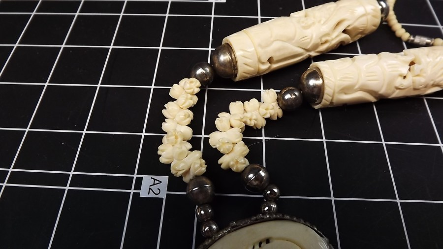 ANTIQUE VINTAGE HAND CARVED IVORY BEADED STYLE NECKLACE 2