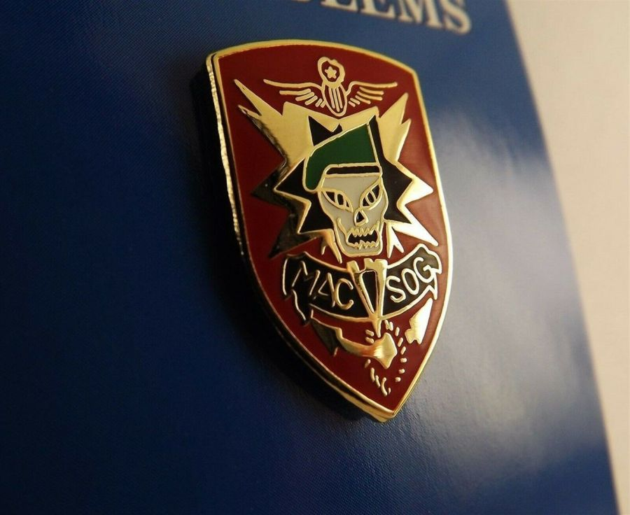"BRAND NEW Lapel Pin Special Forces MAC-V-SOG Skull Red Enamel 1"" 1"