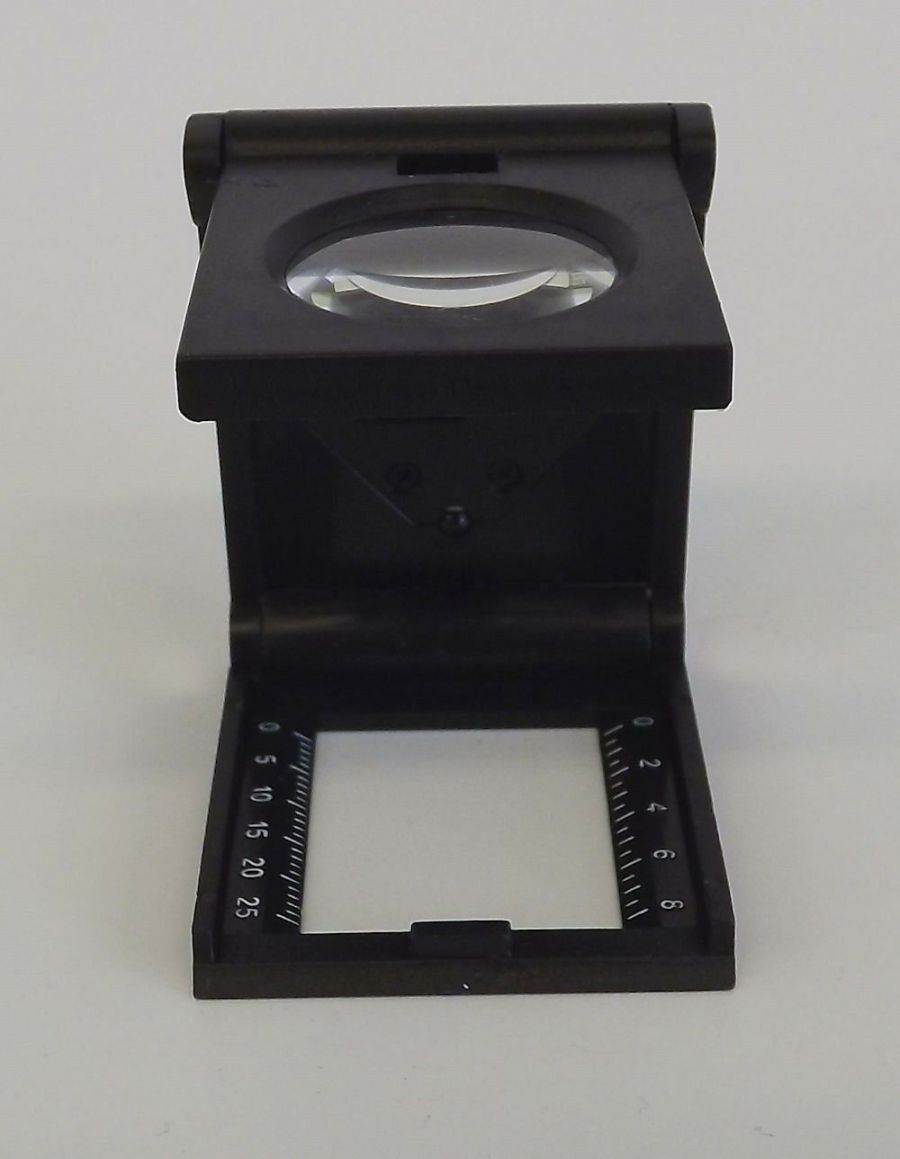 NEW SE Illuminated Folding Magnifier With LED 5X Power 3
