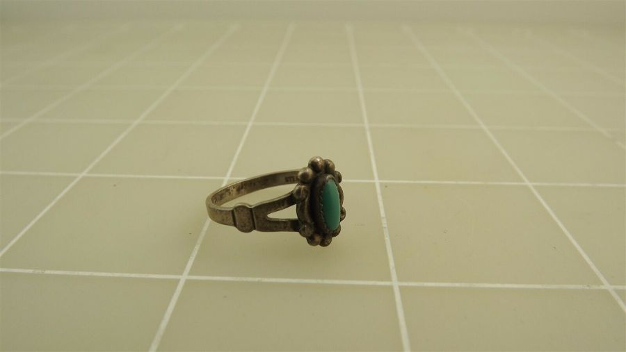 Vintage Sterling Silver TURQUOISE Ring 2.1Grams Size 5 3/4 3