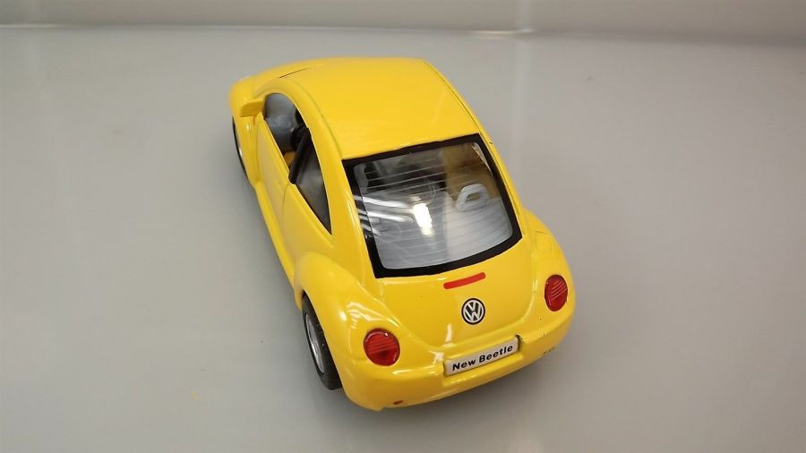 "Collectible Die Cast YELLOW Volkswagen ""NEW BEETLE"" VW 1:32 Scale 3"
