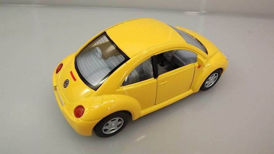 "Collectible Die Cast YELLOW Volkswagen ""NEW BEETLE"" VW 1:32 Scale 4"