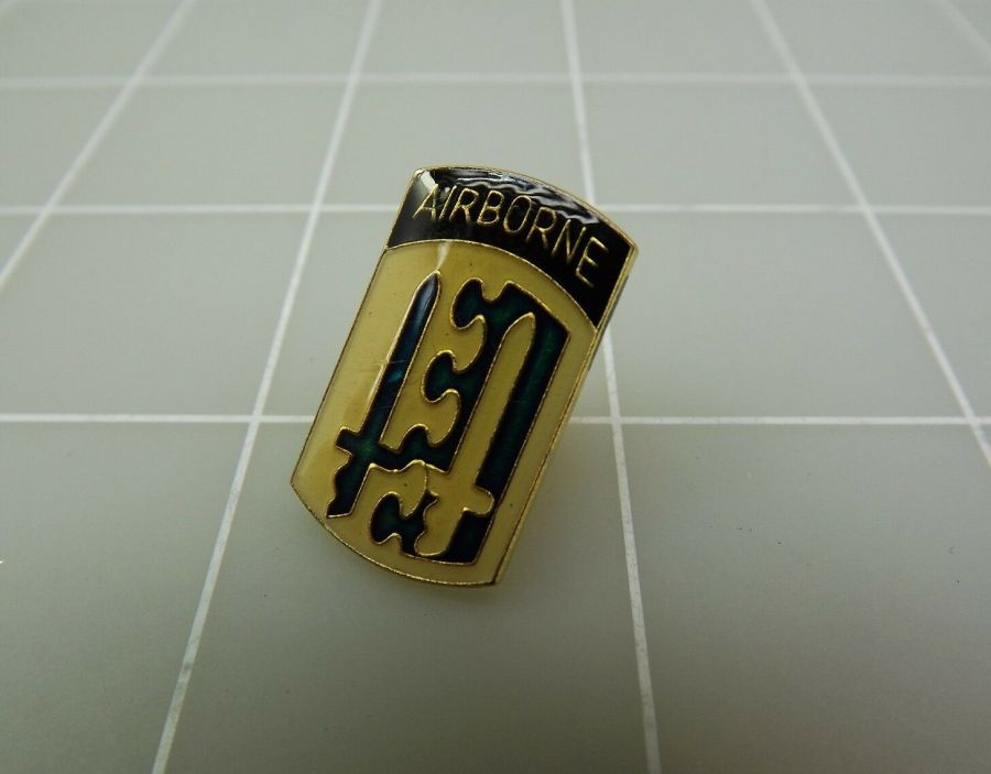 Gold Tone AIRBORNE U.S. Army 2ND Division Airborne Lapel Pin 1