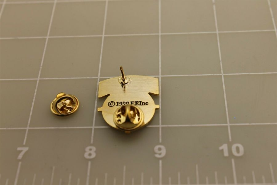 """Lapel pin NEW scope cross hairs """"SNIPER"""" gold color brass pin back hat 3"""