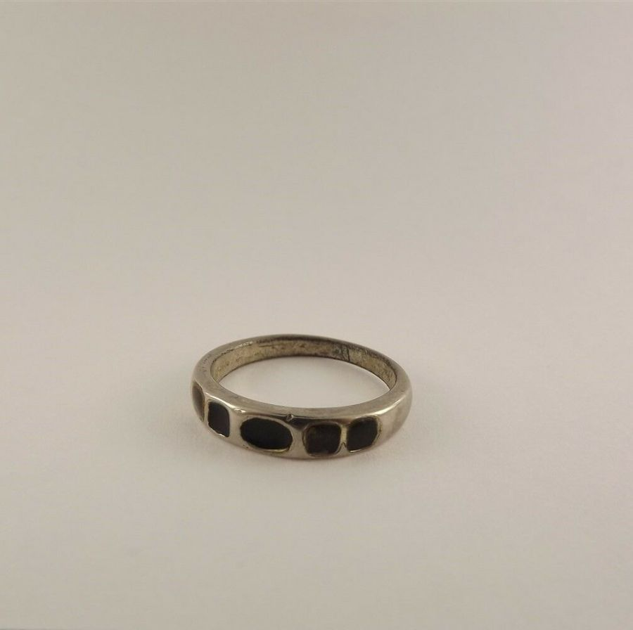Vintage Sterling Silver Beautiful Ring Band .925 Solid 3.7 Grams size 8-1/2 1