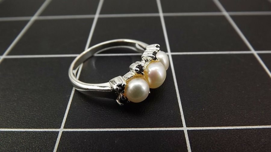 Sterling Silver 925 Pearl & Sapphire Ring 4.5 Grams Size 9 3