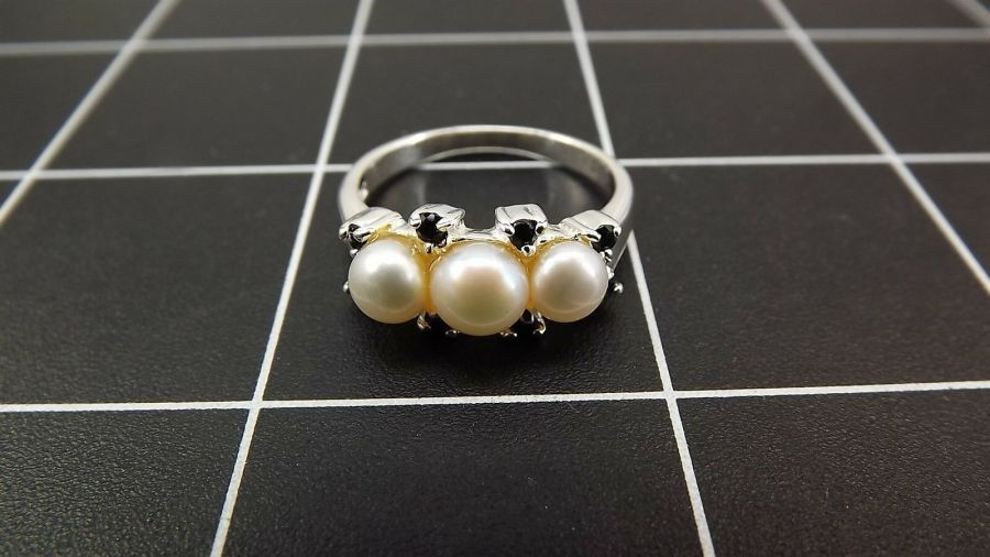 Sterling Silver 925 Pearl & Sapphire Ring 4.5 Grams Size 9 1