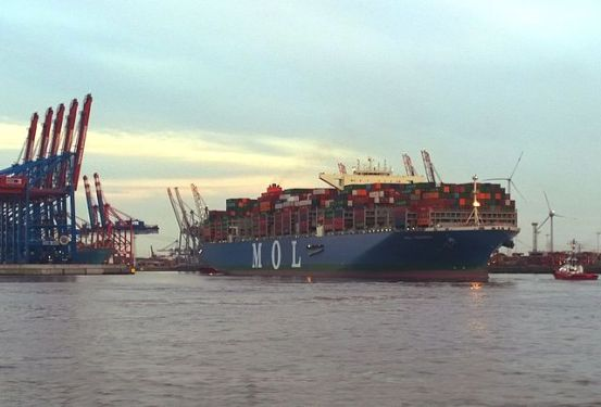 MOL TRIUMPH arrives punctually and with ease in Hamburg